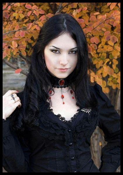 Die Besten 25+ Gothik Frauen Ideen Auf Pinterest Gothic