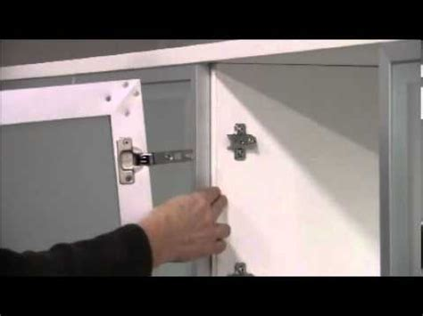 Adjusting cup hinges and doors: Do It Yourself with Het