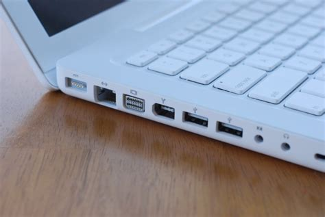 apple macbook early  review