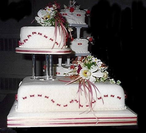 unique wedding cakes wedding dress buying tips