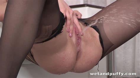 Wet Pussy Redhead Pisses On Floor After Sex Toy Play