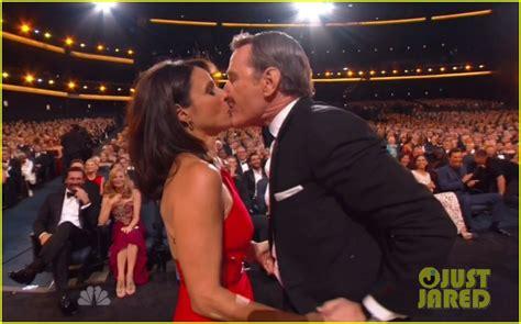 emmanuelle chriqui dating freddy wexler julia louis dreyfus kisses bryan cranston after her emmy