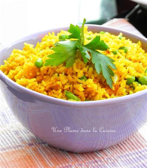 riz cuisiné riz au curry une plume dans la cuisine