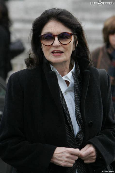 Anouk Aimée Aux Obsèques D'annie Fargue Le 10 Mars 2011 Au