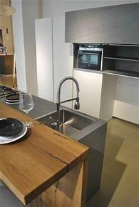 Cucina la casa moderna solida con isola centrale con for Cucine con isola e piano legno