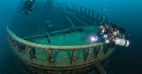 Wreck Diving in Tobermory, Canada - Fathom Five National ...