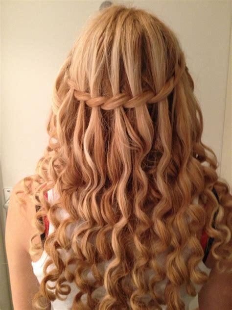 de waterval vlecht met krullen   long hair