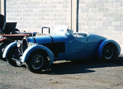 Type 44 was the most produced bugatti from that era, with over 1100 units. automobileweb - bugatti type 44 roadster special 44581