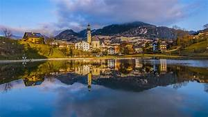 New Windows Computers Innsbruck City In The Alps Capital Of Austria 39 S Western