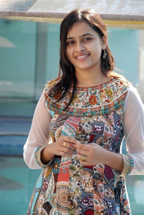 Tamil Actress HD Wallpapers Actress Sri Divya Photos At