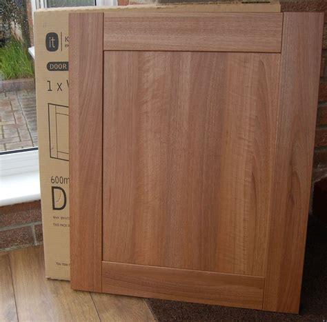Shaker Style Cupboard Doors by 10 B Q Walnut Shaker Style Westleigh Kitchen Cupboard