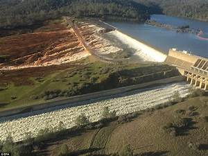 Residents near Oroville Dam evacuate over flooding fears ...