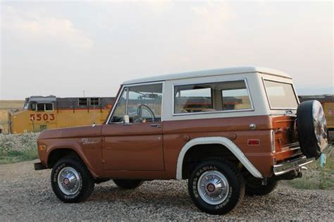 sell   ford bronco xlt sport utility  door