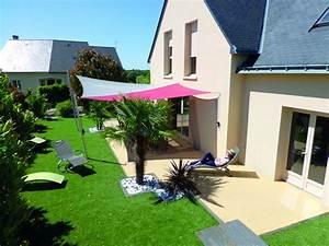 gazon synthetique realiste pour cour terrasse tour de With exemple de jardin de maison 5 les entrees de garage en enrobe