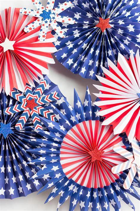 fourth  july pinwheel wreath allfreeholidaycraftscom