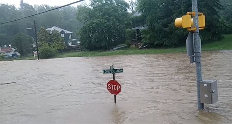 water    neck flooding displaces  people