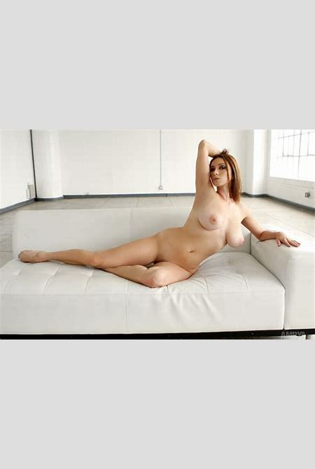 Julia Victoria Pictures. Babe Rating = 9.09/10