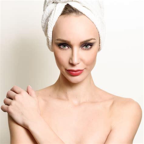 white face person perfect bathroom photo