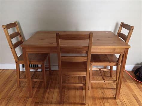 table en bois ikea relookez un vieux meuble ikea avec du bois de palettes 10