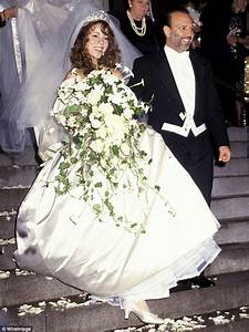 Curse of the vera wang wedding gown how eight celebrities for Mariah carey wedding dress