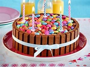 Kuchen Dekorieren Geburtstag : bunte schoko knusperwaffel torte rezept lecker ~ Pilothousefishingboats.com Haus und Dekorationen