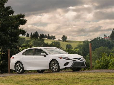 Review Toyota Camry by 2018 Toyota Camry Road Test And Review Autobytel