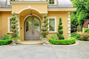 exterieur de maison de luxe porte d39entree photo 44718071 With porte d entrée de maison
