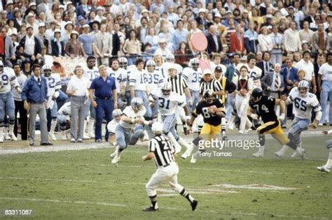 Pittsburgh Steelers Lynn Swann In Action Rushing With