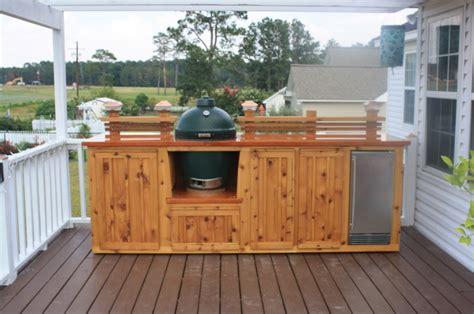 astounding outdoor kitchen  wood deck  natural