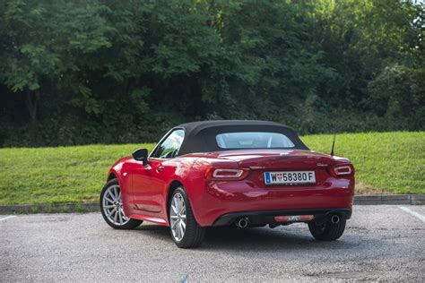 Fiat Test by Test Fiat 124 Spider Lusso Alles Auto