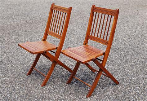 2 folding wood chairs pair of wood slat folding chairs dowel