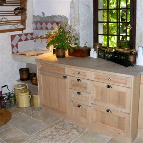 plan de travail cuisine en zinc cuisine à l 39 ancienne sur mesure en épicéa vieillis meyer