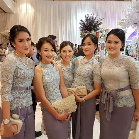 Elegan Ini 19 Seragam Bridesmaids Terbaik Yang Bisa