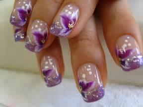 fingernã gel design vorlagen purple flowers white dots nail design trendy mods