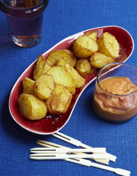 recettes cuisine 3 patatas bravas pour 6 personnes recettes à table