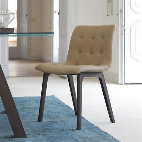chaise simili cuir beige design pieds bois sur cdc design