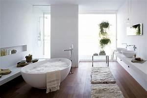 Bilder Freistehende Badewanne : freistehende badewanne blickfang und luxus im badezimmer ~ Bigdaddyawards.com Haus und Dekorationen