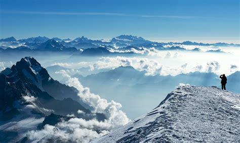 Itālijā uz Monblāna ledāja atrasti trīs cilvēku līķi ...