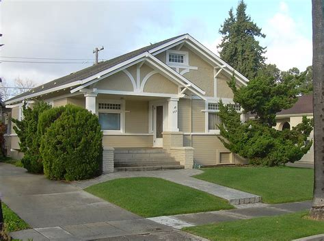 File:American craftsman bungalow in San Jose Ca