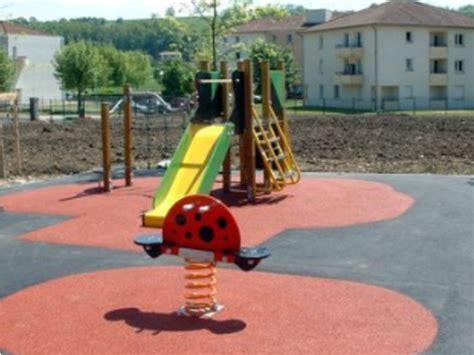 sol pour aire de jeux exterieur rev 234 tements souple pour aire de jeux contact techni resine