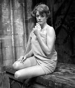 10+ Beautiful Throwback Pics Of Dame Maggie Smith   Bored ...