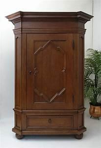 Schrank kleiderschrank dielenschrank antik barock um 1750 for Schrank antik