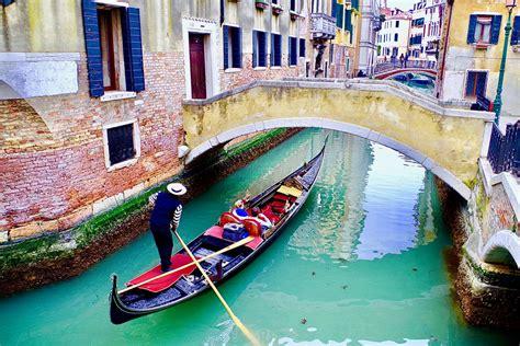venice carnival private overview venice gondola ride