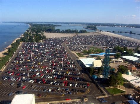 File:Cedar Point parking lot.jpg - Wikimedia Commons