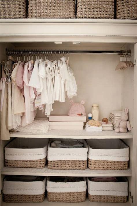 organiser chambre bébé organiser les vêtements de bébé zalinka pour organiser