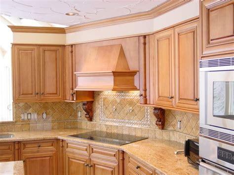 giallo veneziano with maple cabinets honey maple kitchen