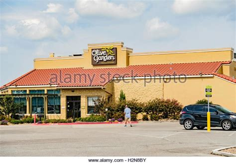Olive Garden Restaurants Stock Photos & Olive Garden