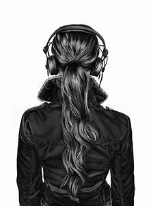 Back head girl with headphone #BW #posterize Does anyone ...
