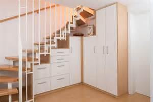 garderobe unter treppe 1000 bilder zu garderobe auf