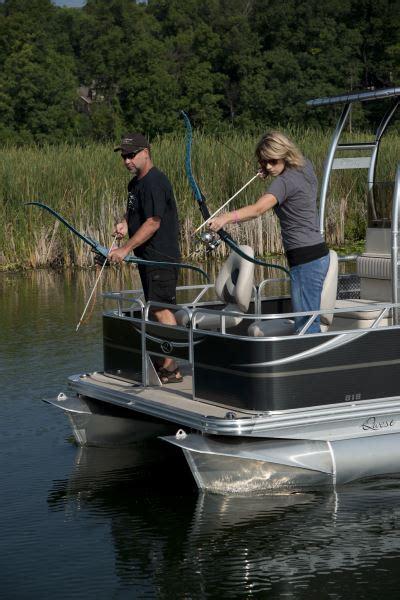 Bowfishing Boat Pontoon by Bowfishing Exercising Archery Angle Pontoon Deck Boat